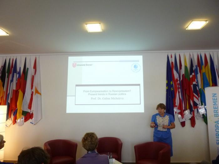 Галина Михалева выступает с докладом в Бремене